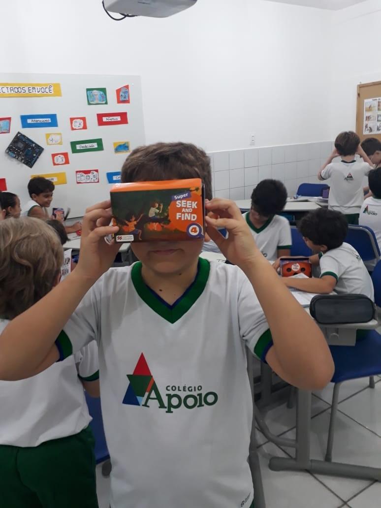 Aulas de Inglês e os Óculos Virtuais: Uma Novidade Divertida